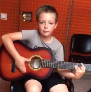 Ученик лаборатории звука Святослав Федоров, 8 лет.